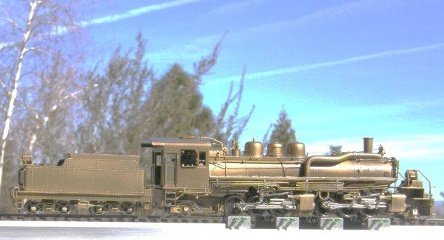 So fine...a PFM/United Sumpter Valley 2-6-6-2 backing off its run on a brand new HO/HOn3 Dual Gauge Style Testtraxx...